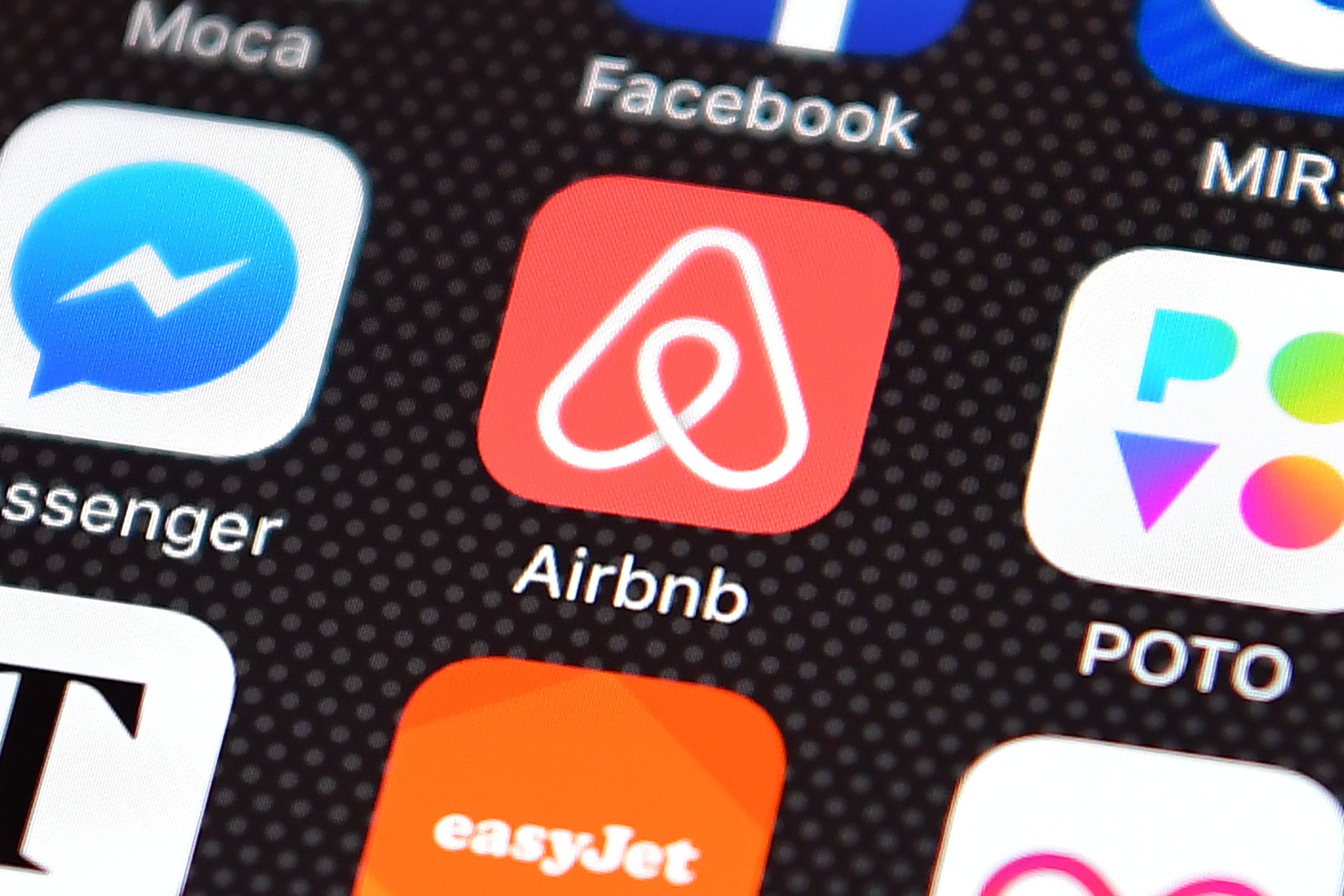 Airbnb might go for direct listing instead of an IPO